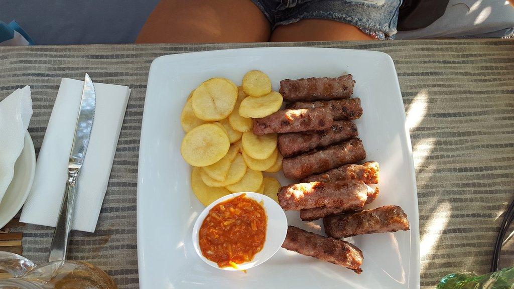 čevapčiči meso jedi z žara